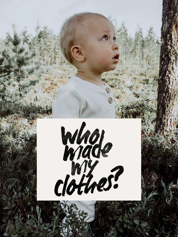 Fashion revolution, lapsi seisoo metsässä ihanassa Rento haalarissaan, kuvassa lukee who made my clothes